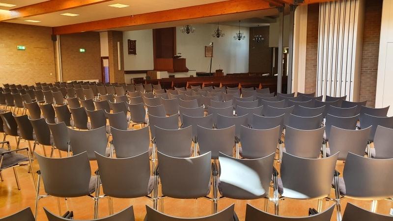 zaalstoelen kerkstoelen kopen