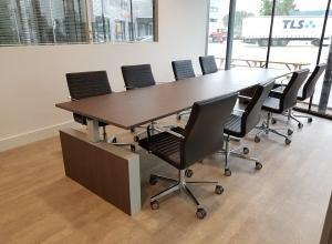 Vergadertafel en stoelen
