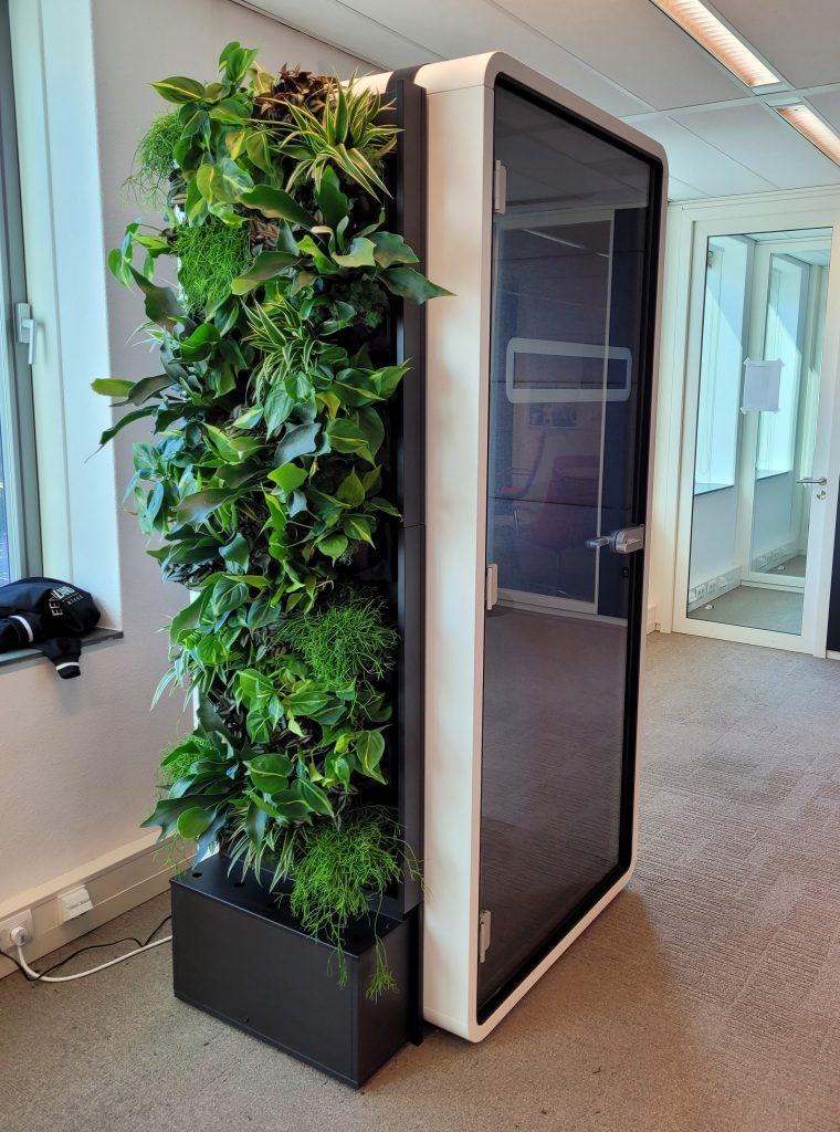 Belcel met beplanting green wall